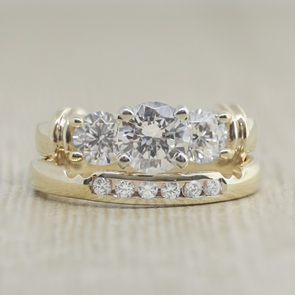 Babylon with 1.03 carat Round Brilliant and Matching Band - 14k Yellow Gold - Ring Size 7.0-9.0