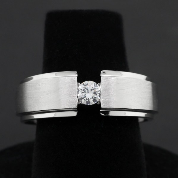 Modern Men's 0.25 ct Round Cut Solitaire - Size 10.25