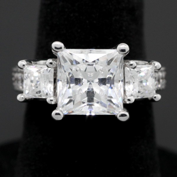 Princess Cut Center Stone Ring - 14k White Gold - Ring Size 4.25
