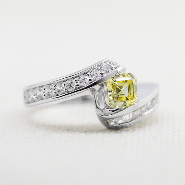 Freema with 0.99 carat Canary Asscher Center - 14k White Gold - Ring size 7.0