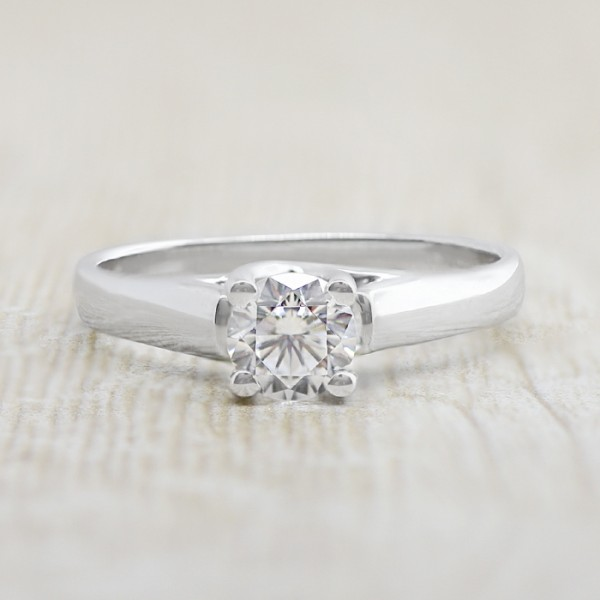 Lareda with 0.84 carat Round Brilliant Center - 14k White Gold - Ring Size 7.75-10.0
