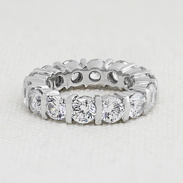 Love Alive with 4.32 Total Carat Weight - 14K White gold - Ring Size 7.0
