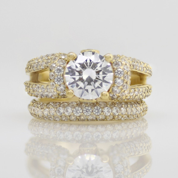 La Boheme with 2.04 carat Round Brilliant Center and One Matching Band - 14k Yellow Gold - Ring Size 5.75