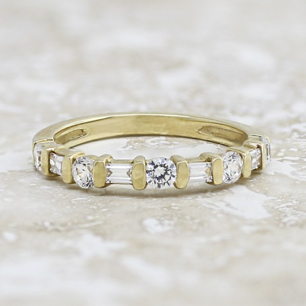 Alternating Baguette and Round Brilliant Band - 14k Yellow Gold - Ring Size 6.5