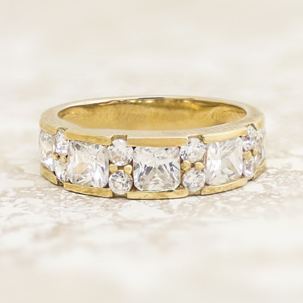 Princess cut Band with Alternating Round Cut Accents - 14k Yellow Gold - Ring Size 6.0