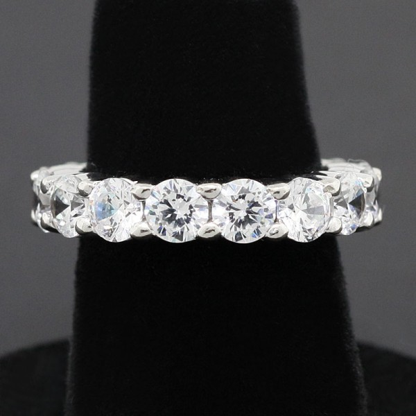 Touch of Paradise - 18k White Gold - Ring Size 5.0