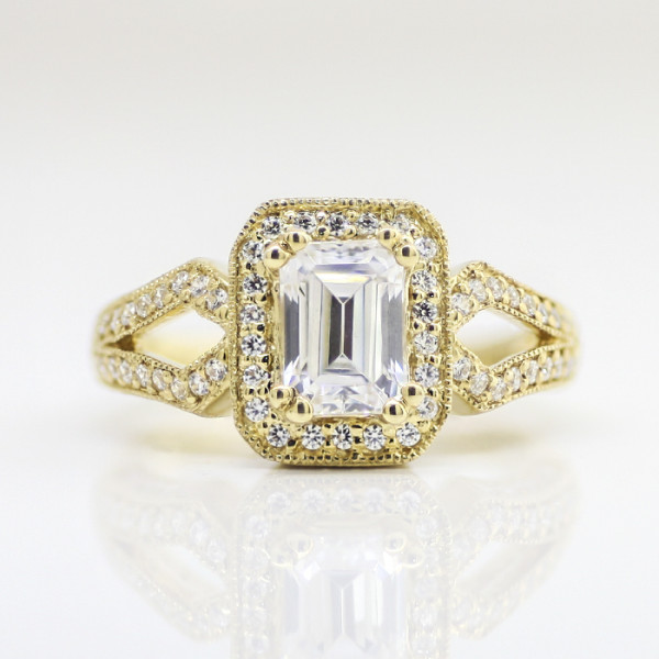 Winnete with 1.06 carat Emerald Center - 14k Yellow Gold - Ring Size 5.75-6.75